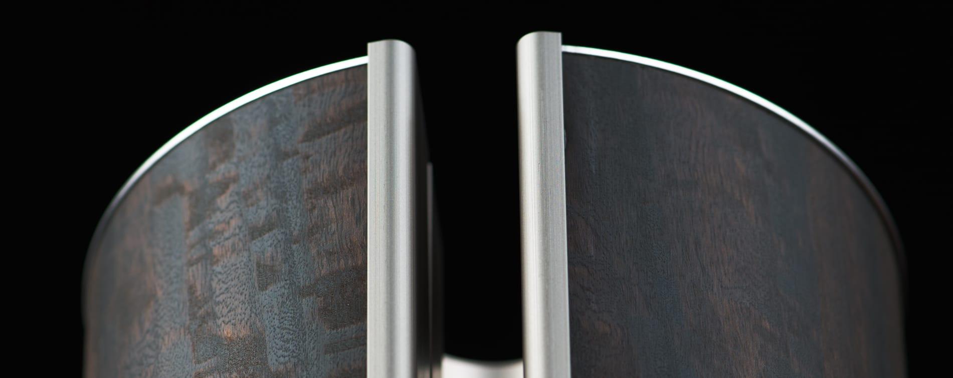 de prachtige velourstekening van het eucalyptus geeft deze illum urn een speciaal cachet