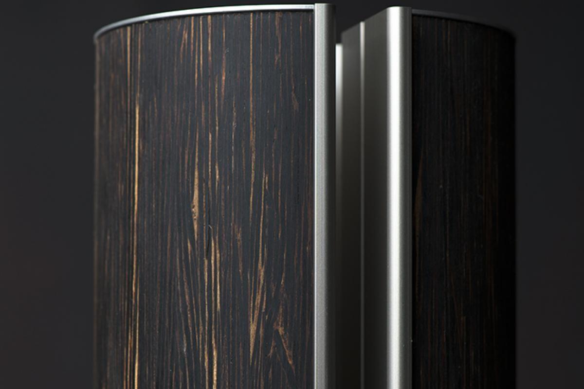 de prachtige tekening van het palmhout verleent de illum urn haar diepe robuuste eindeloosheid