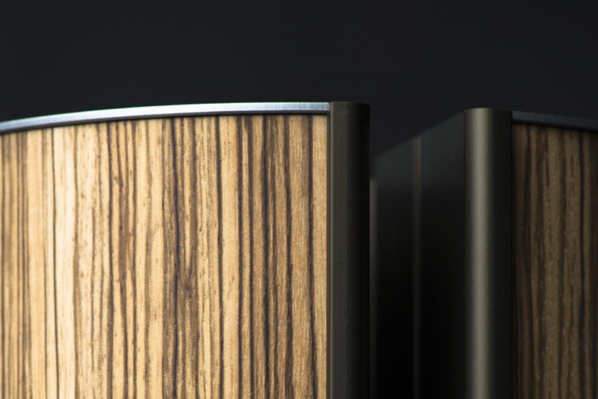 het zebrano hout leent zich prachtig voor het design van de illum urn