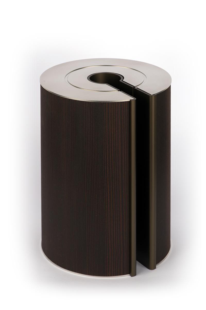 illum urn - Smoked Larch - Bronze