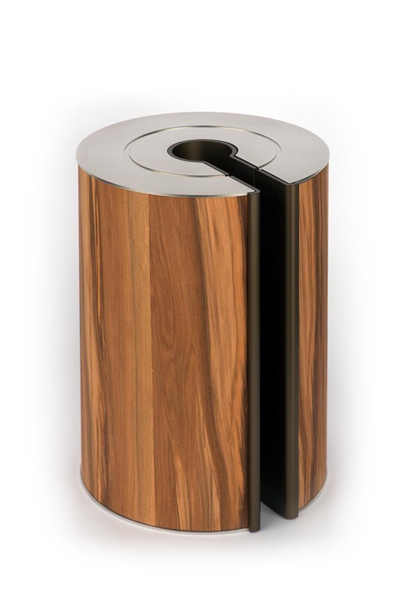 Dit walnoot hout met zijn prachtige tekening geeft een mooie warme gloed aan de illum urn