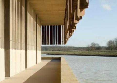 Het Crematorium Hofheide spreekt eenzelfde serene taal als illum urn